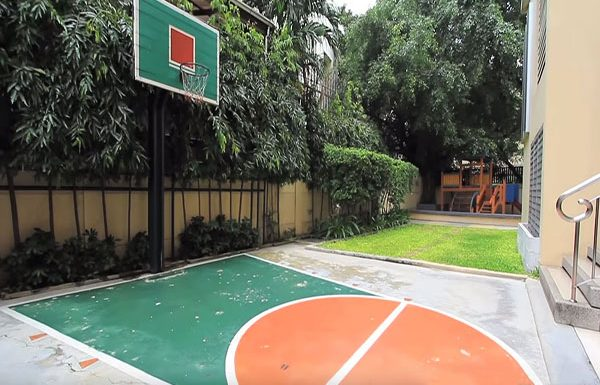 Hampton-Thonglor-Bangkok-condo-for-sale-basketball-court