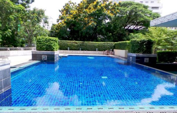 Hampton-Thonglor-Bangkok-condo-for-sale-swimming-pool